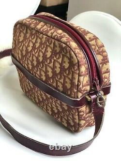 Authentique Christian Dior Vintage 70s Trotter Burgundy Red Monogram Shoulder Bag