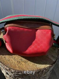 Authentique Gucci Vintage Candy Red Crossover Bag