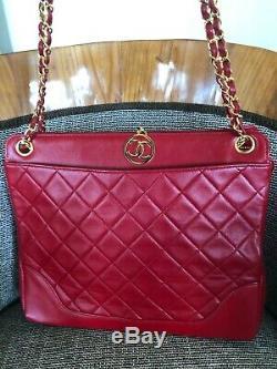 Chanel Vintage Rouge Matelassée En Cuir D'agneau Sac De Shopping Avec Le Matériel D'or