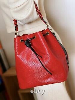 Louis Vuitton Vintage Noe Petit Sac À Godet En Cuir Épique Rouge