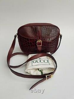 Sac Gucci. Sac Gucci Vintage En Cuir De Crocodile Bordeaux
