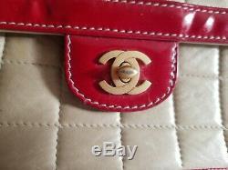 Vintage Chanel Beige Rouge Matelassée En Cuir Verni Mini CC Chaîne Flap Sac À Bandoulière